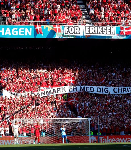 Indrukwekkend eerbetoon aan Eriksen in tiende minuut door Belgen en Denen