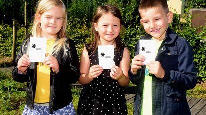 Kinderen krijgen zakje bloemenzaad mee naar huis