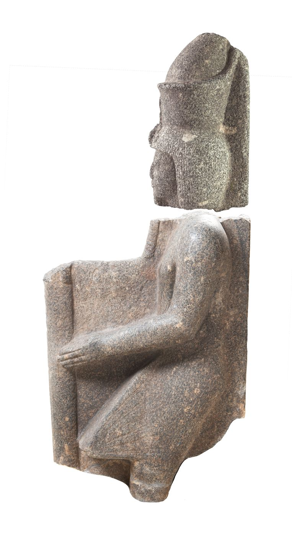 Het hoofd en de torso van farao Ramses VI. Het hoofd is in Chicago, de torso in Leiden. Beeld Rijksmuseum van Oudheden / Oriental Institute Museum