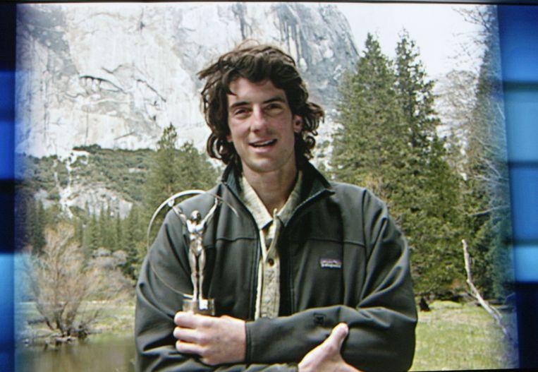 Dean Potter in 2003 met een award voor World Alternative Sportsman of the Year. Beeld GETTY