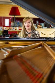 De buren weten van niks, maar Marlies du Mosch (57) maakt wereldwijd furore met haar pianomuziek