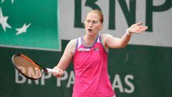 Alison Van Uytvanck knokt zich in drie sets naar tweede ronde op Roland Garros