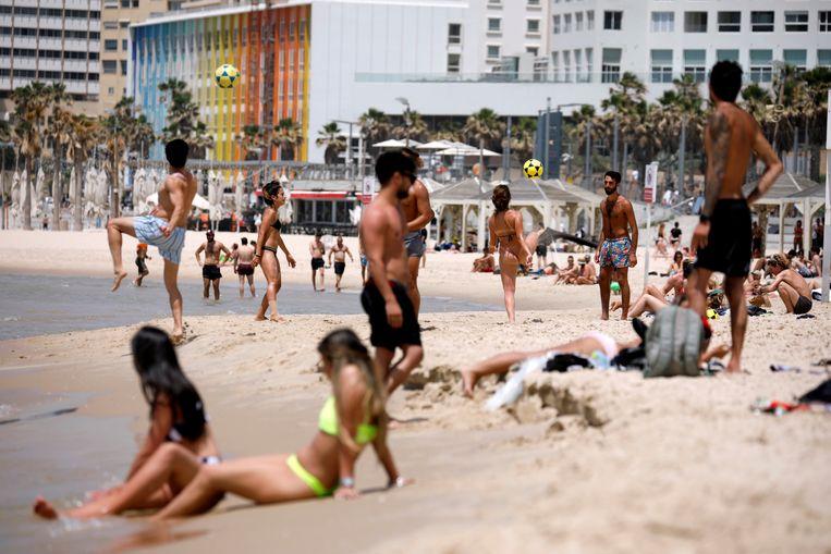 Archiefbeeld: het strand van Tel Aviv Beeld REUTERS