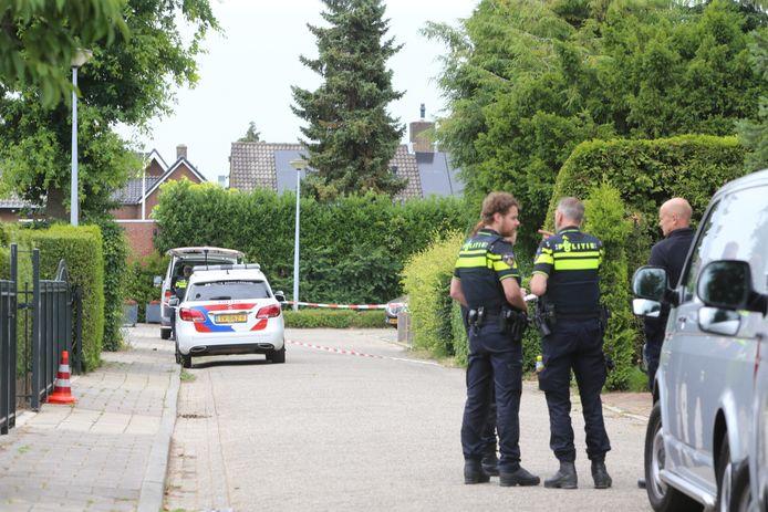 De woning aan het Saturnushof in Kerkdriel die vorig jaar november werd bestookt met een zware vuurwerkbom werd een paar maanden daarvoor al eens beschoten.