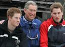 Harry en William op skireis met hun vader, prins Charles, in 2005.