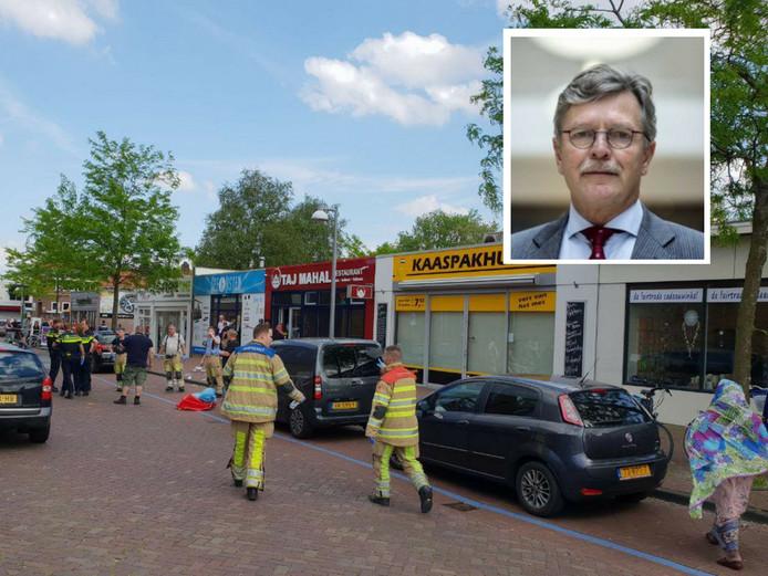 Hulpverleners snellen naar de plek waar de steekpartij heeft plaatsgevonden. Inzet: Burgemeester Aucke van der Werff.