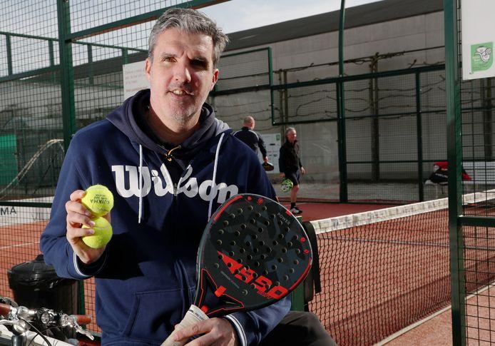 """Vincent Dedecker is hoofddocent padel bij Tennis Vlaanderen: """"Je hebt padel vrij snel onder de knie en je kan het met iedereen spelen."""""""