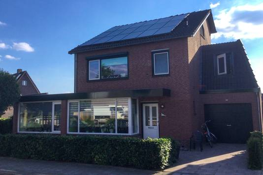 Op het dak van Willem Kruithof (56) liggen sinds mei 2020 achttien panelen.