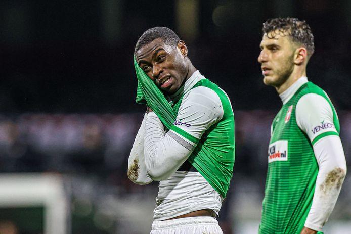Dehninio Muringen van Dordrecht teleurgesteld in de wedstrijd.