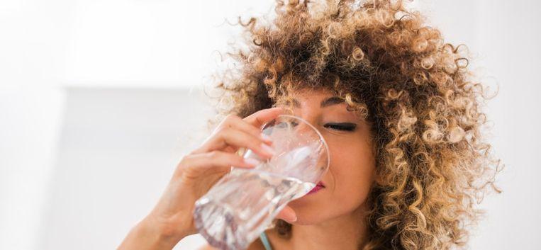 Drie medische experts over de zin en onzin van veel water drinken