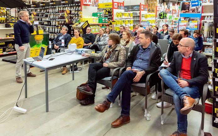 Op uitnodiging van UNIZO Denderleeuw verzamelden zo'n 30 ondernemers voor een infoavond rond digitale marketing.