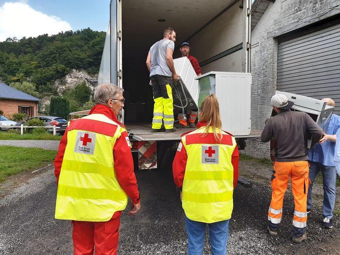 Een volle vrachtwagen vol spullen voor de inwoners van Comblain-au-Pont