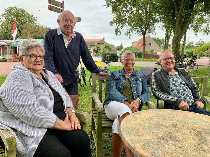 Willemien, Jan, Truus en Stefan stappen elke maandag op de fiets. Het viertal is nog maar net in de zeventig en al jaren actief.