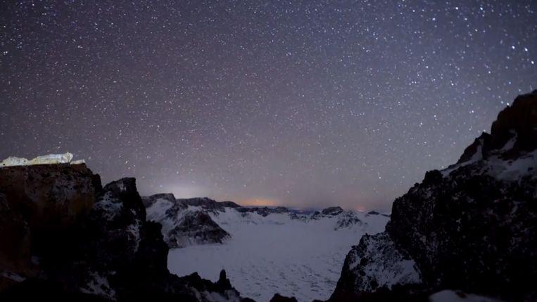 De Geminiden, een jaarlijkse meteorenzwerm, is genoemd naar het sterrenbeeld waar ze in verschijnen: Gemini of Tweelingen.