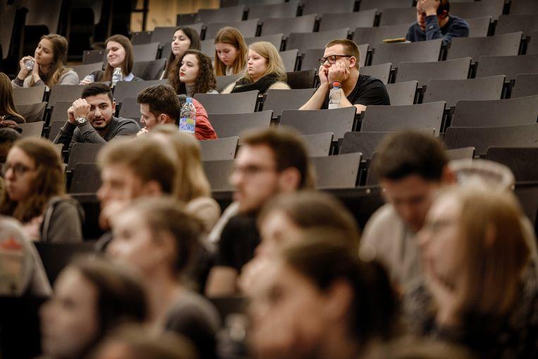 Studenten in de aula van de Gentse universiteit. Beeld Eric de Mildt