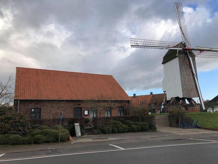 bistro 't Meulenhuys bevindt zich in de Kruisekestraat, vlak naast de houten Kruisekemolen