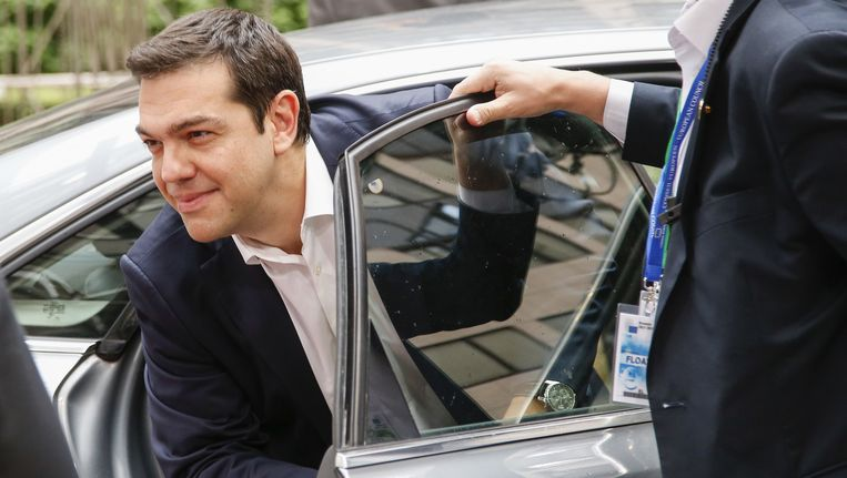 Griekse premier Tsipras komt aan bij de eurotop in Brussel. Beeld BELGA