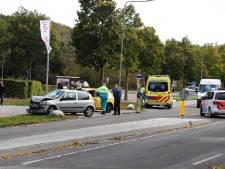Auto's lopen flinke schade op door botsing in Gennep
