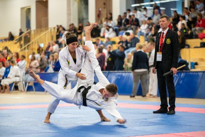 Wie eens wat anders wil dan voetbal of handbal kan dit nu gratis uitproberen in Dalfsen via Sports4You. De foto is van het Open Championship all style Karate in de Trefkoele+ van twee jaar terug en ter illustratie.