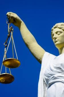 Man (44) uit Den Bosch krijgt 15 maanden gevangenisstraf door zijn deelname aan avondklokrellen