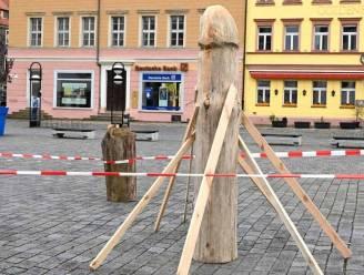"""Grote hilariteit over houten aspergebeeld in Duitsland: """"Ik zie er iets anders in"""""""
