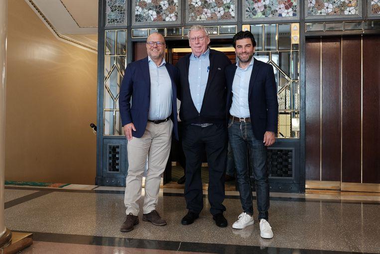 Ex-KBVB-ondervoorzitter Verhaeghe, naast voorzitter Gérard Linard (centraal) en Mehdi Bayat (rechts).  Beeld BELGA