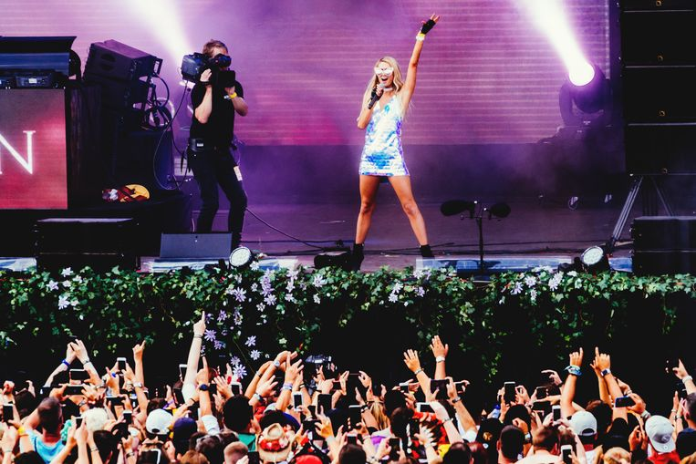 One night in Boom. Paris Hilton op het Lotus-podium van Tomorrowland. Beeld Stefaan Temmerman