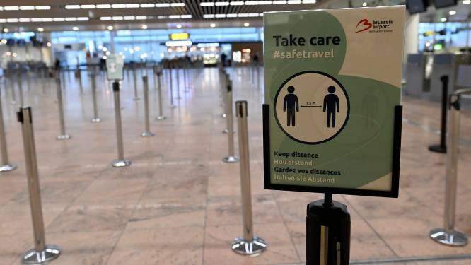 """Brussels Airport verwacht vanaf morgen 40.000 passagiers: """"Mogelijk langere wachtrijen door strengere controles op reisdocumenten"""""""