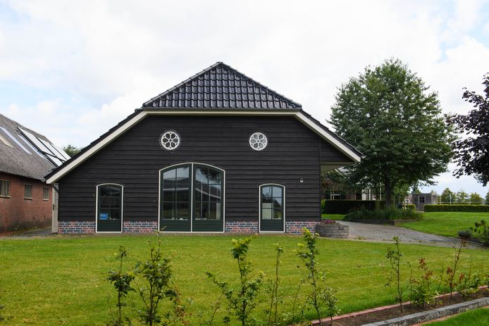 De schuur op het terrein aan de Ommerweg is onderdeel van een bouwplan voor recreatieverblijf.