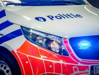 Bestuurder (25) onder invloed belandt met voorkant van wagen in Oude Maas