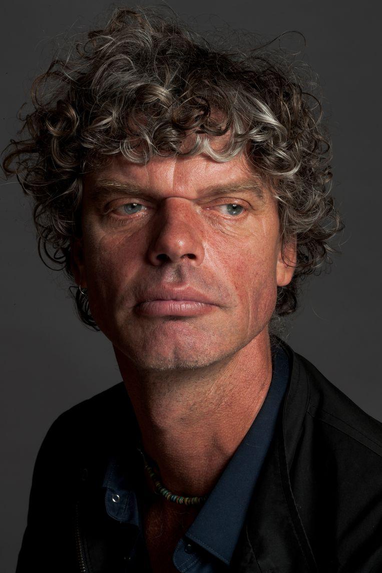 Fotojournalist en filmmaker Kadir van Lohuizen (56) waarschuwt met zijn tentoonstelling Rijzend water (t/m 10 mei in het Scheepvaartmuseum) voor de wereldwijde, onomkeerbare gevolgen van de stijgende zeespiegel. Van Lohuizen reisde daarvoor onder meer naar Groenland, Miami, de Marshall Eilanden, Fiji en Bangladesh. Beeld Koos Breukel