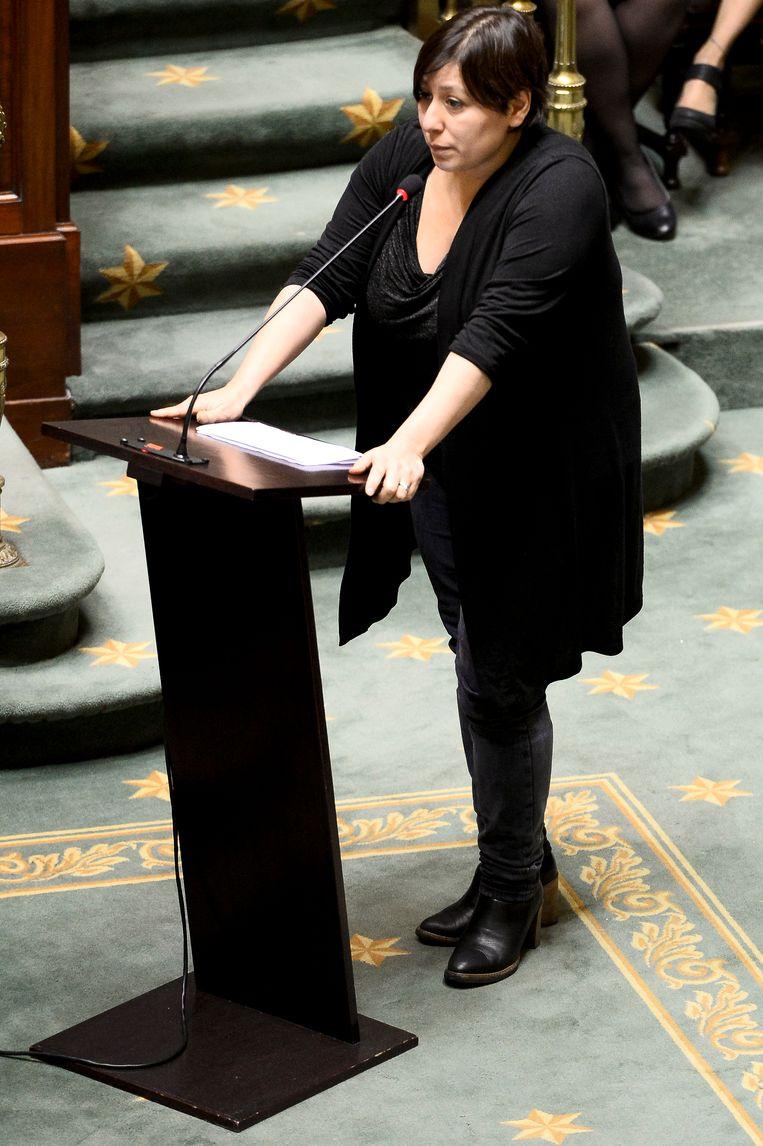 Groen-voorzitter Meyrem Almaci spreekt het parlement toe. Beeld BELGA