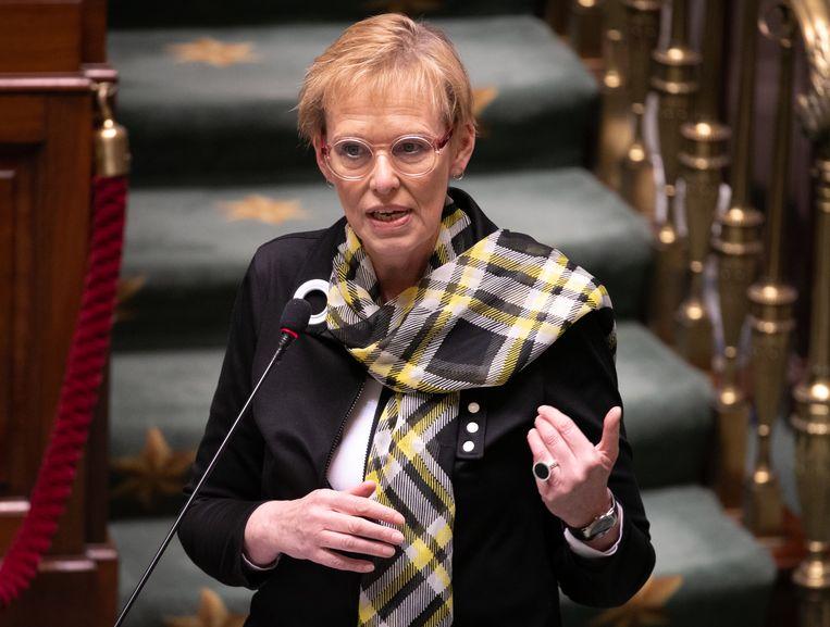 Minister van Pensioenen Karine Lalieux (PS) in het parlement. Beeld BELGA