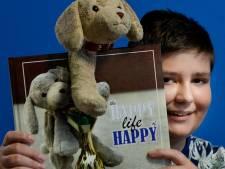 Jorrit (14) heeft boek over zijn knuffel Happy af