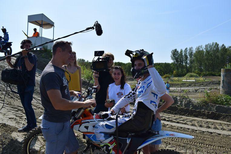 Ian De Sweemer samen met zijn ouders na zijn geslaagde rit.