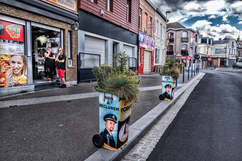 In de Rijselstraat, waar rokers uit Frankrijk maar wat graag goedkopere Belgische sigaretten komen inslaan.      Beeld Tim Dirven