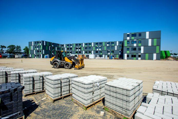 Voorbeeld voor Tilburg, een campus in aanbouw voor 400 arbeidsmigranten in Waalwijk (archieffoto).