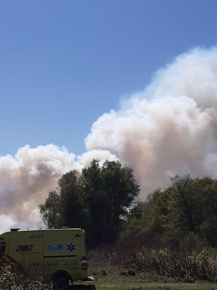 Veel rookontwikkeling bij grote brand in Deurnsche Peel