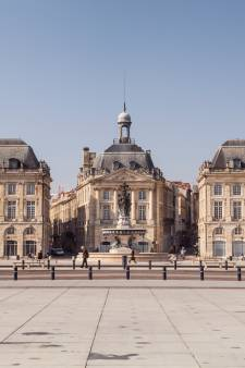 Un ado de 16 ans grièvement blessé par des tirs policiers à Bordeaux