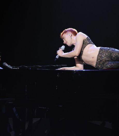 Kijkers in tranen na beladen cover van Elton John en Years & Years