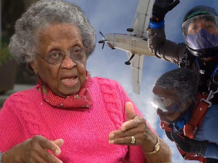Vrouw van 102 springt uit vliegtuig