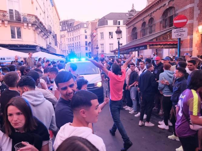 Erg druk in Brussel-centrum: politie lijkt menigte even uiteen te drijven, maar vertrekt dan weer