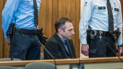 Tot drie keer toe tot levenslang veroordeeld, en daar stopt het niet: Agent die vrouw doodde nu voor rechter voor oplichting nabestaanden