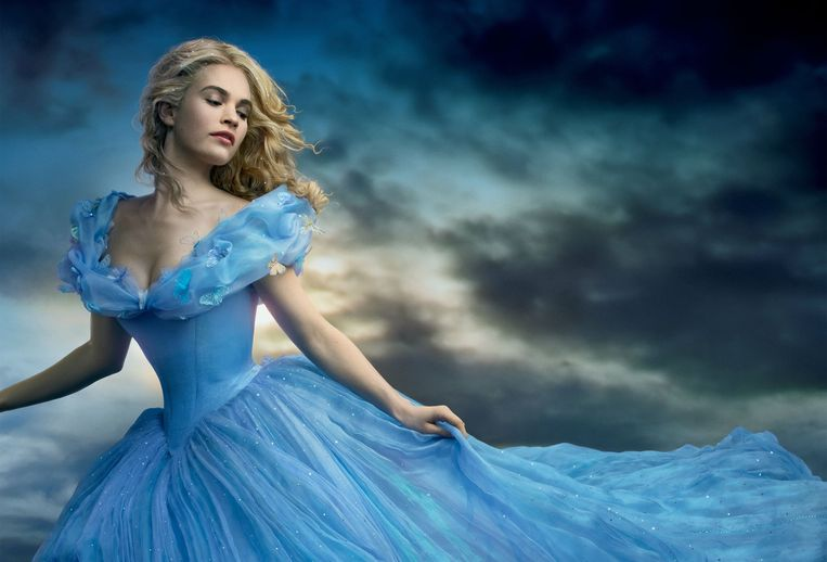 Lily James als 'Cinderella'