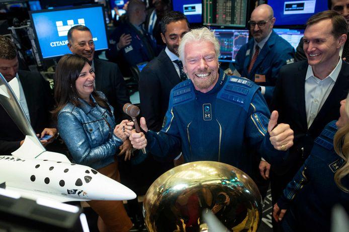 Virgin Galactic-oprichter Richard Branson met naast hem (rechts) George Whitesides.