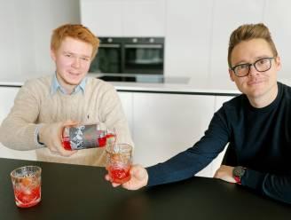 """""""Vergeet gin… Negroni is het nieuwe hippe aperitief"""": Duo maakt van lockdown gebruik om nauwelijks gekende cocktail terug op de kaart te zetten"""