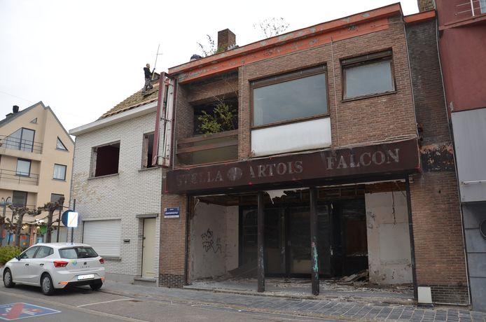 Het gebouw van de vroegere Falcon wordt afgebroken.