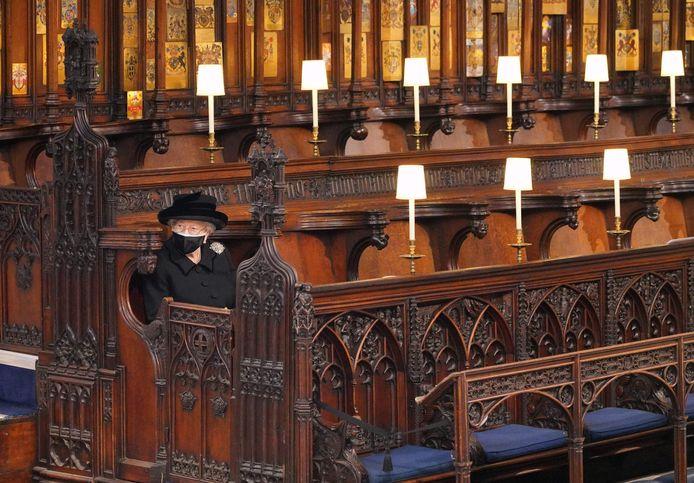 Queen Elizabeth II moest alleen zitten tijdens de begrafenis van prins Philip.