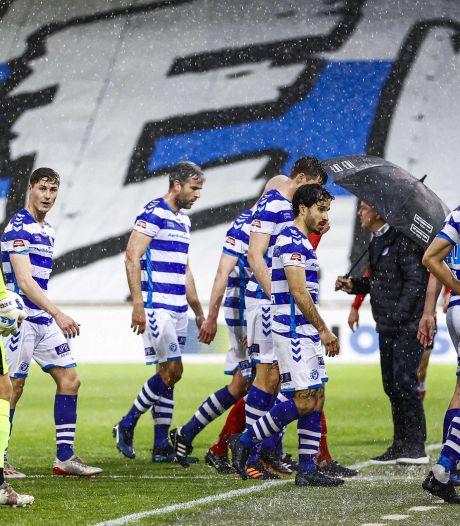 Anti-climax voor De Graafschap na bizar slotstuk tegen Helmond Sport: Superboeren grijpen naast directe promotie in waterballet, Roda JC eerste tegenstander in play-offs