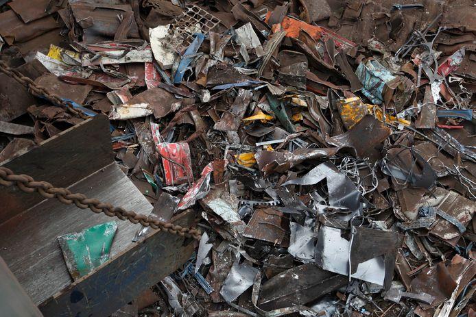 De recyclebedrijven Gerrits en Liquisort willen in Helmond langer per dag metaal kunnen verwerken in machines die ze enkele jaren geleden hebben gebouwd maar waarvoor ze nog niet de juiste vergunning hebben.